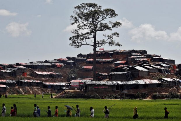 Rohingya refugees trudge to a refugee camp at Cox's Bazar, Bangladesh, on Sunday. (Reuters photo)