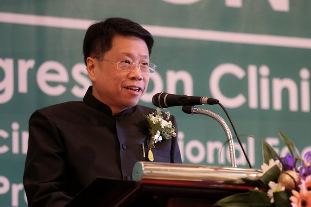 Teerakiat Jareonsettasin, the Minister of Education, must establish a long-term vision for Thai education, according to a prominent expert. (Photo via Ministry of Education)