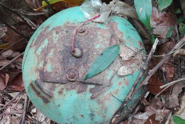 A 20kg home-made bomb made from a refrigerant cylinder discovered near a tree 200 metres from the Sukhirin-Chanae Road in Narathiwat's Sukhirin district on Monday. It was later defused and dismantled. (Photo supplied)