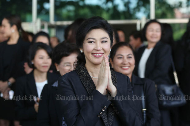 Former prime minister Yingluck Shinawatra greets supporters at the Supreme Court in Bangkok on Aug 1, when she made her closing statement on her rice-scheme case. (Photo by Seksan Rojjanametakun)