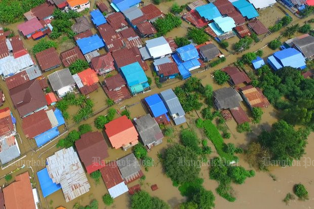 A view from a drone of Chai Nat province's Sapphaya district shows houses submerged in flood water after the Chao Phraya barrage dam in the Central Plains province accelerated water discharge. (Photo by Chudet Sihawong) (NOTE: To see this photo in full colour, press the