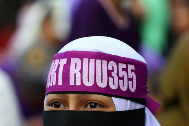A supporter attends a rally to support the adoption of a strict Islamic penal code at Padang Merbok in Kuala Lumpur, Malaysia, Feb 18, 2017. (Reuters file photo)