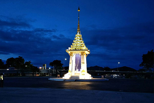 A replica of the royal crematorium in Kanchanaburi has been completed, built for the royal cremation ceremonies. (Photo by Piyarach Chongcharoen)