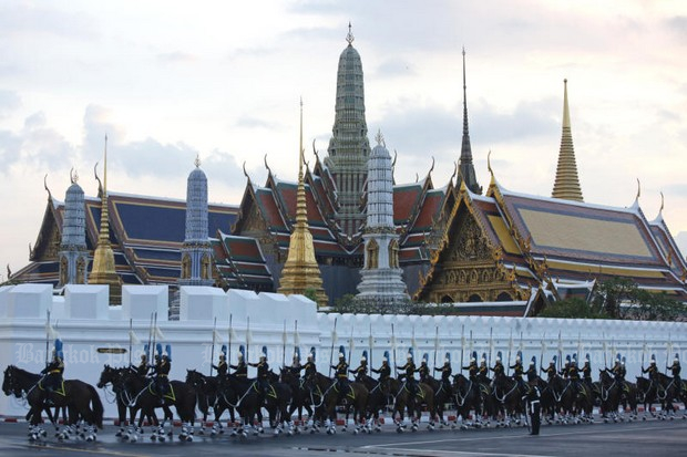 The cavalry unit which forms the sixth royal funeral procession proceeds to Wat Rajabopit during Sunday's final rehearsal. (Photo by Wichan Charoenkiatpakul)