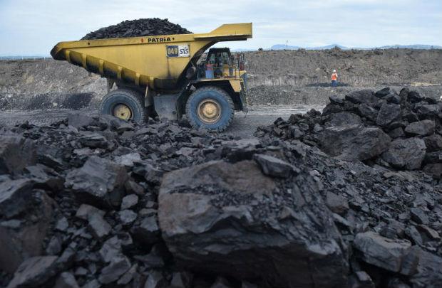 A truck carries coal at PT Adaro Indonesia coal mining in Tabalong, Kalimantan island, Indonesia, Oct 17, 2017. (Antara Foto/Prasetyo Utomo via Reuters)