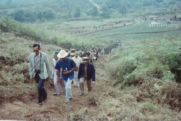 King Bhumibol's hundreds of visits to remote villages in every corner of the country is one of the most enduring legacies all Thais will carry forward. (Photo ohm.go.th)