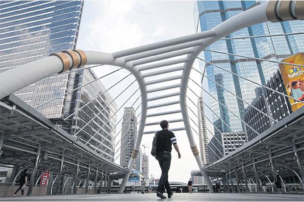 Commuters walk on the Chong Nonsi Skywalk in Bangkok. SEKSAN ROJJANAMETAKUN