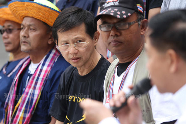 Rawee Maschamadol (centre), one of four leaders of the People's Army and Energy Reform Network, was on Tuesday sentenced to eight months in jail, suspended for two years, for the occupation of a PTT Plc building during the mass street rallies in 2014. (Bangkok Post file photo)