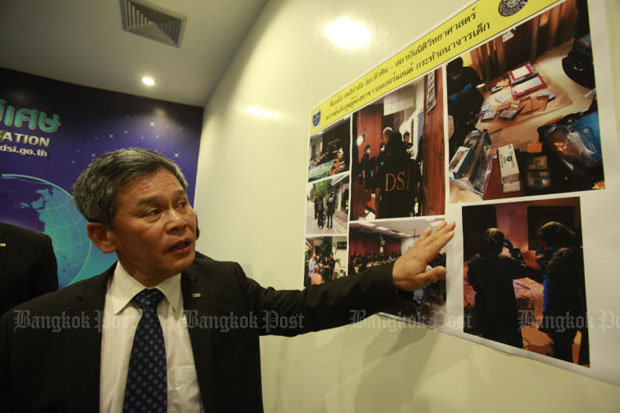 DSI deputy director-general Songsak Raksaksakul briefs reporters on the arrest of the Dutch suspect at the DSI headquarters in Bangkok on Monday. (Pornprom Satrabhaya)