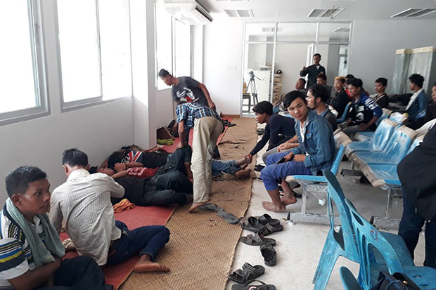 The 29 Myanmar nationals at the police station in Cha-uat district of Nakhon Si Thammarat on Tuesday, before being handed over to the immigration office. (Photo by Nujaree Raekrun)