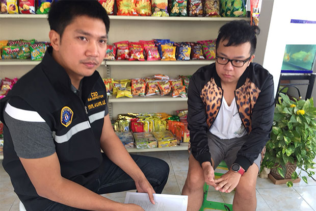 Thanatpong Jittheerapirom (right) is facing a charge of manslaughter after a transgender woman died after undergoing breast enhancement surgery at his clinic in Lampang. (Crime Suppression Division photo)