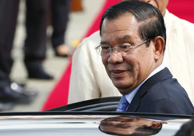 Cambodian Prime Minister Hun Sen arrives at Clark International Airport, north of Manila, Philippines on Saturday. (AP photo)