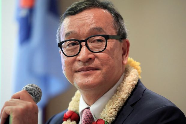 Cambodian opposition leader Sam Rainsy delivers a speech to members of the Cambodia National Rescue Party at a hotel in metro Manila on June 29, 2016. (Reuters file photo)