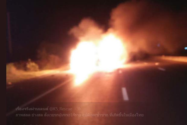 A van catches fire after hitting a lorry in Sing Buri in the early hours of Friday. Thirteen Myanmar people and the Thai driver were killed. (Photo by เมืองสิงห์บุรี 20)