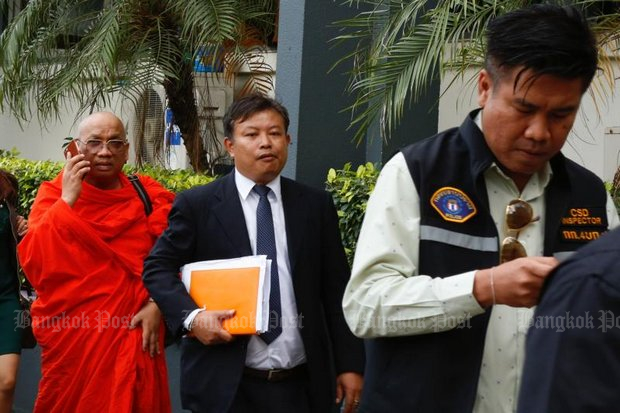 Officers lead Phra Khru Kitti Phacharakhun, 53, for questioning. The abbot of Wat Lat Khae temple and also Chon Daen district's monastic chief was detained for interrogation over child sex abuse. He also faces charges in connection with embezzling temple funds. (Photo by Pattarapong Chatpattarasill)