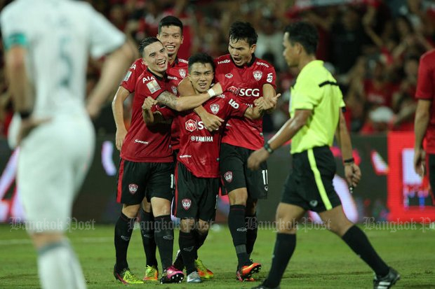 SCG Muangthong United players celebrate a goal. Players are paid an average of 400,000 baht a month while referees for their matches receive about 30,000 baht - a possible vector for corruption and match fixing. (Bangkok Post file photo)