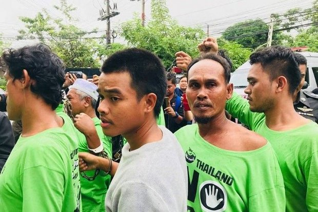 Handcuffed and shoved into line by police, the 15 anti-coal protesters were hauled off to the Songkhla lockup on Tuesday. (FB/bnasae)