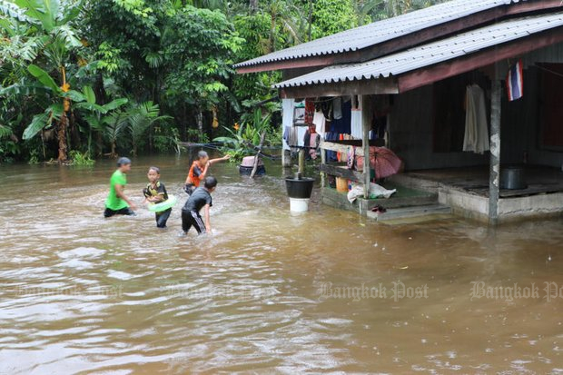 All school classes for children in the middle and deep South are out, as floods ravage Narathiwat (above) and 10 other provinces. (Post Today photo)