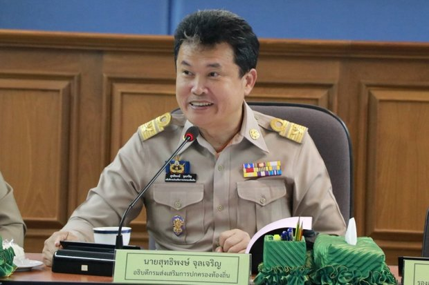 Suttipong Juljarern, director-general of the Interior Ministry's Department of Local Administration, has been told to get the nation's rubbish picked up and tidied, or face being fired from his important post. (FB/Suttipong-Juljarern)