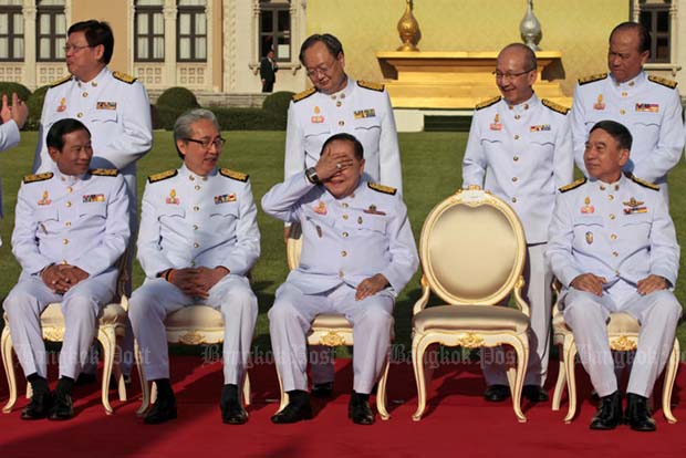 Cabinet members enjoy a humorous moment as Deputy Prime Minister and Defence Minister Prawit Wongsuwon raises his hand to cover his eyes amid strong sunlight after journalists teased him about his flashy watch and diamond ring as they waited for Prime Minister Prayut Chan-ocha to join them for a group photo at Government House last week. (Bangkok Post file photo)