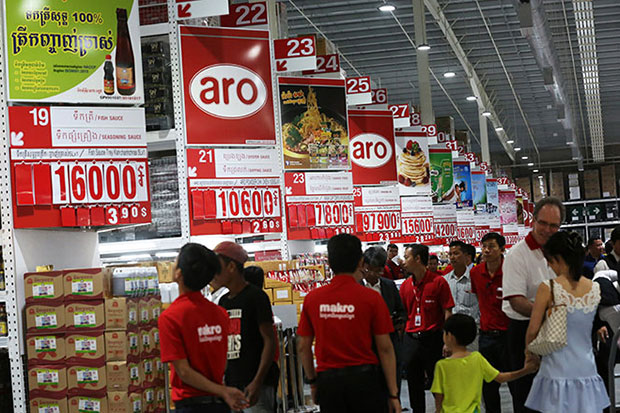 People walk around Makro during the opening day on Sunday in Phnom Penh. (Khmer Times photo)
