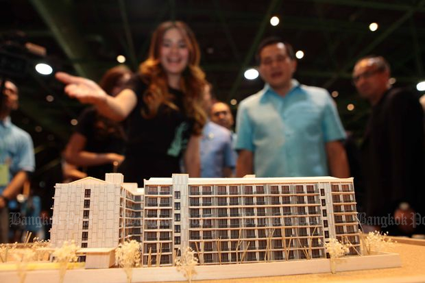 A model of a 'Ban Pracharat' project by the Treasury Department is on display at a house fair held in Bangkok in mid-August. (Bangkok Post file photo)