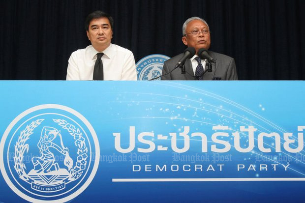Democrat Party leader Abhisit Vejjajiva (left) has lashed out at his former deputy and party bankroller Suthep Thaugsuban in the ongoing dispute over Mr Suthep's attempt to force amendments to organic laws - and further delay a general election. (Bangkok Post file photo)