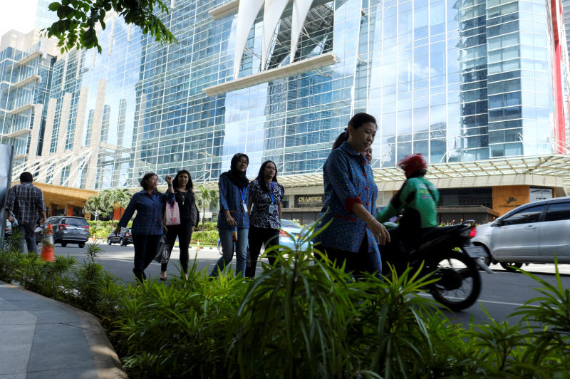 Employees walk during lunch time at Sudirman Central Business District in Jakarta. The Indonesia stock market fell about 1% on Wednesday. (Reuters photo)