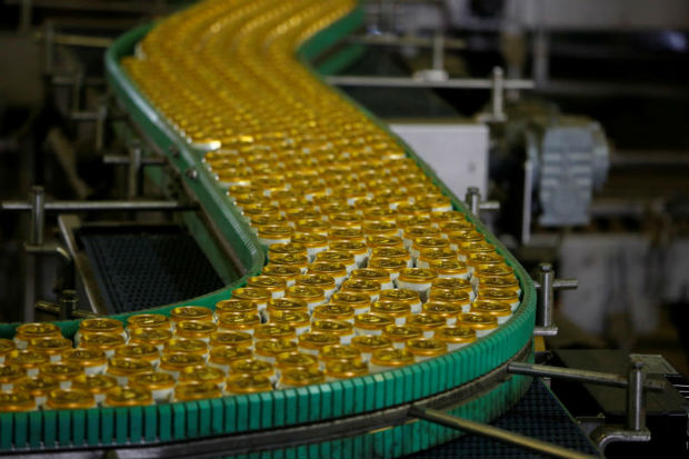 Cans move along a production line at a factory of Saigon Beer Corporation (Sabeco) in Hanoi, Vietnam June 23, 2017. (Reuters file photo)