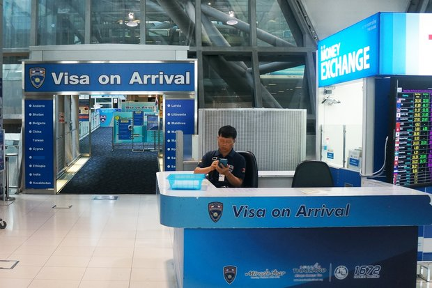 Immigration police say tourists arriving over the next few days should expect to cool their heels for four hours before they are stamped in. (File photo)