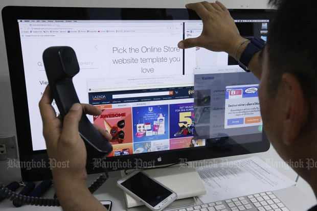 A potential buyer looks through his options for purchasing goods online. (Bangkok Post file photo)