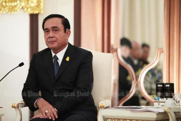 Gen Prayut Chan-o-cha, in his twin roles as prime minister and junta commander, faces strong pressure to lift the military-enforced ban on political activity. (Post Today photo)