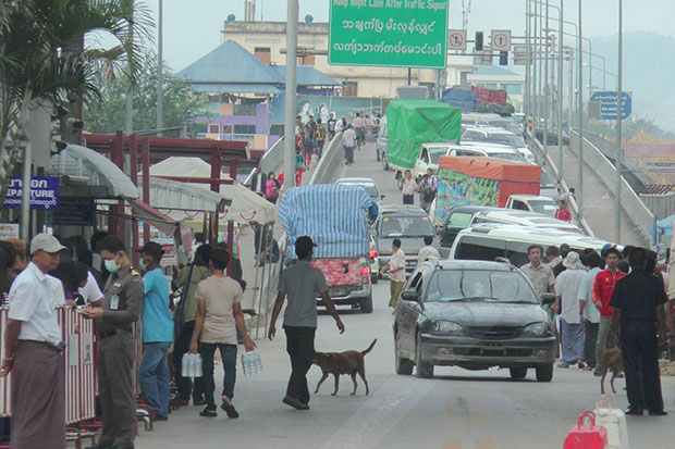 Thai trade with Myanmar at the border between Mae Sot district in Tak and Myawaddy town was subdued last year. (Photo by Assawin Pinitwong)