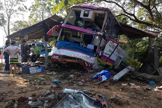 A damaged bus lies beside highway 117 in Bang Rakham district of Phitsanulok after ploughing through roadside stalls on Tuesday, slightly injuring the driver and his assistant. No passengers were on board. (Photo by Chinnawat Singha)
