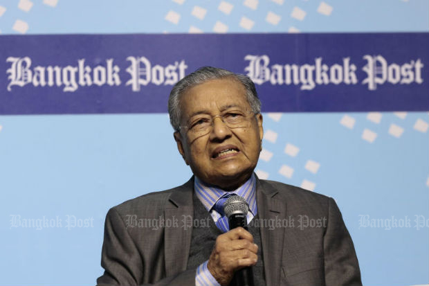 Dr Mahathir Mohamed, former Prime Minister of Malaysia, speaks at the Bangkok Post Forum 2017: Asean @50 In Retrospect, at the Bangkok Convention Centre, Nov 16, 2017.  (Photo by Patipat Janthong)