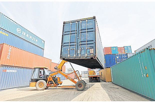 A mobile crane moves a container at the Thar Dry Port in Sanand in the western Indian state of Gujarat. Photo: Reuters