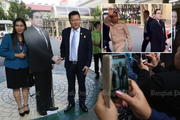 The press were taken aback when Gen Prayut walked off (inset) after tellint them to question the dummy. (Bangkok Post photos)