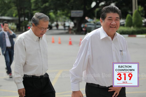Phumtham Wechayachai, acting secretary general of the Pheu Thai Party, has called on Prime Minister Prayut Chan-o-cha to set a firm election date. (File photo)