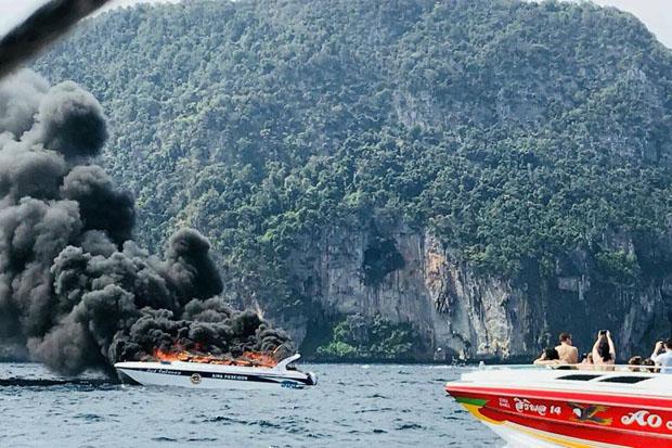 Fire engults a speedboat that exploded off Krabi province on Sunday. (Photo courtesy of Krabi Pitakpracha Foundation)