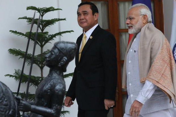 Elected Indian Prime Minister Narendra Modi walks with Prime Minister Prayut Chan-o-cha to a meeting Thursday in New Delhi on the sidelines of the Asean-India Commemorative Summit. (EPA photo)