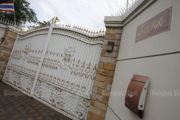The gate to Yingluck Shinawatra's house on Soi Yothin Pattana 3 on Aug 25 last year. (Bangkok Post file photo)
