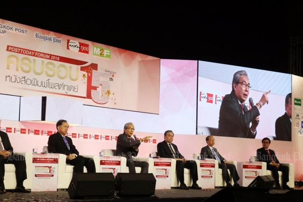 Deputy Prime Minister Somkid Jatusripitak (with microphone) and key economic ministers joined Wednesday's 'Thailand Takeoff 2018' seminar organised by <i>Post Today</i> newspaper. (Photo by Weerawong Wongpreedee)