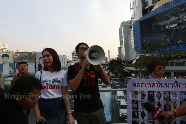 Nuttaa 'Bow' Mahattana and Rangsiman Rome during the rally on the BTS skywalk in Pathumwan district in Bangkok on Jan 27. (Photo by Pattarapong Chatpattarasill)