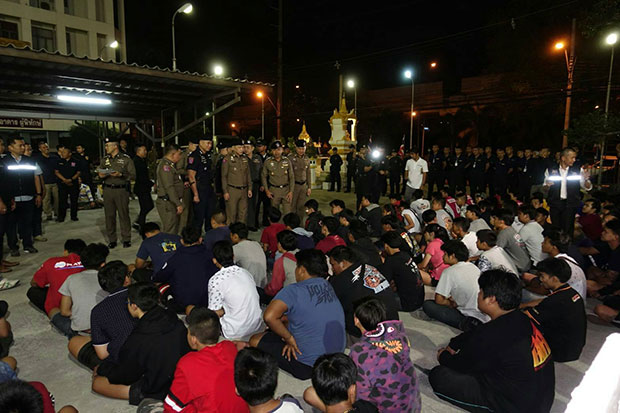 Police guard 104 street racers, including 53 teens aged under 18, following a crackdown in the early hours of Saturday. (Photo from the Tourist Police Bureau)