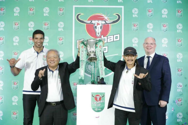 A Nov 18, 2016 press conference announcing Carabao's sponsorship of the English Football League (EFL) Cup features (from left) footballer David James, Sathien Setthasit, CEO of Carabao Group Plc, Yuenyong Opakul (Add Carabao) and Shaun Harvey, EFL chief executive. (PR photo)