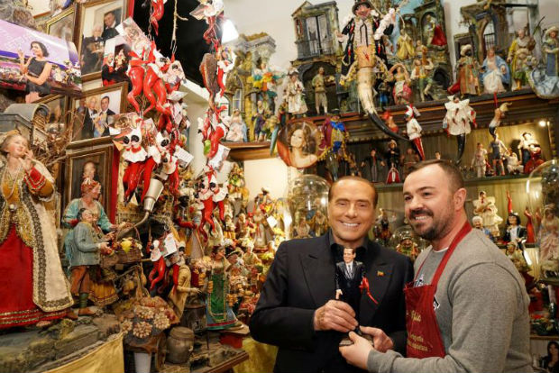 This handout picture released by Italian centre-right party Forza Italia (Go Italy) shows its head Silvio Berlusconi (left) posing for a photo with the handicraftsman Gennaro Di Virgilio (right) in San Gregorio Armeno district during his tour in downtown Naples on Saturday. (AFP photo)