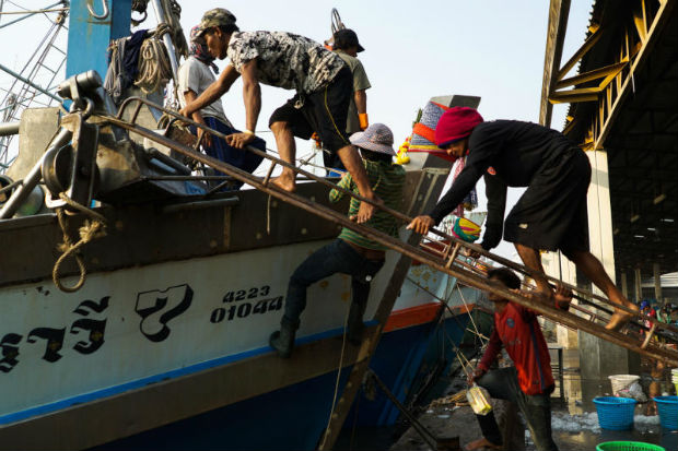 Migrant workers prepare for another fishing trip at a port in Samut Sakhon province, Jan 22, 2018.  (Reuters photo)