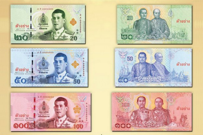 Banknotes Featuring King Out On Chakri Day