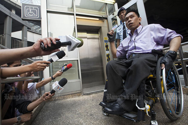 Rights activist Manit Inthapapim explains Sunday's incident, in which he punched and broke the glass access door to an elevator at Asoke BTS station. (Photo by Pawat Laopaisarntaksin)