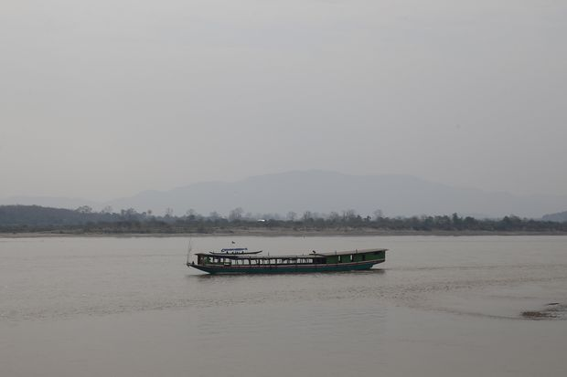 A longboat sails near the port of Chiang Saen on the Thai side of the Golden Triangle at the border between Thailand, Laos and Myanmar in the Mekong river, March 3, 2016. (Reuters file photo)